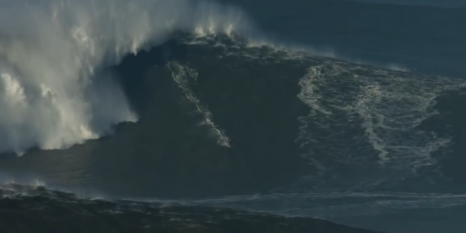 3f46d2a803d3b Des vagues impressionnantes à Nazaré, qui ne font pas peur aux ...